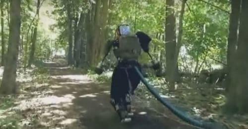 Humanoide do Google corre em floresta pela primeira vez