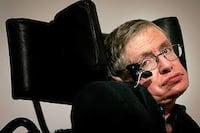 Buracos negros levam a outro universo, afirma Stephen Hawking