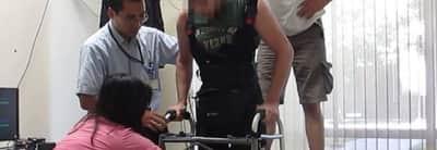 Parapl�gico volta a andar com ajuda de cientistas