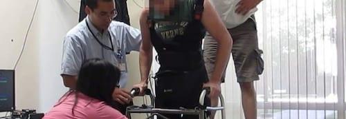 Paraplégico volta a andar com ajuda de cientistas