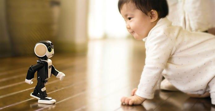 O robozinho possui 19,5 centímetros de altura.