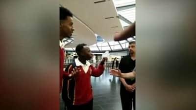 Jovens negros s�o expulsos de loja da Apple, loja pede desculpas