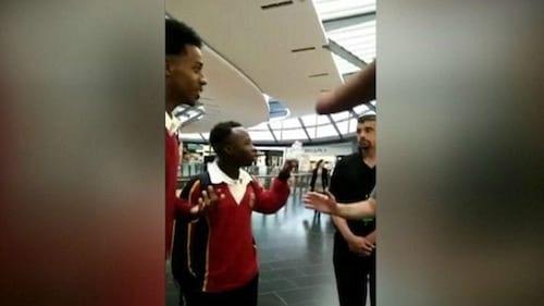 Jovens negros são expulsos de loja da Apple, loja pede desculpas