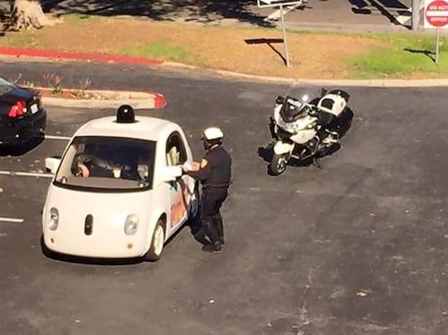 Polícia para carro do Google por andar em baixa velocidade