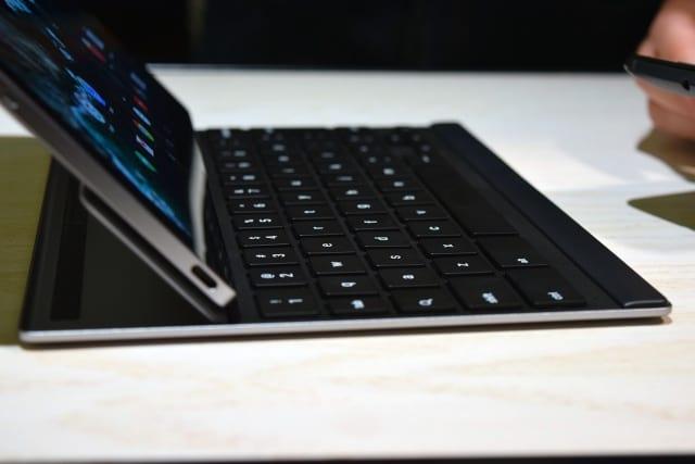Teclado lançado juntamente com o Pixel C pode ser conectado ao tablet. O teclado custa 149 dólares.