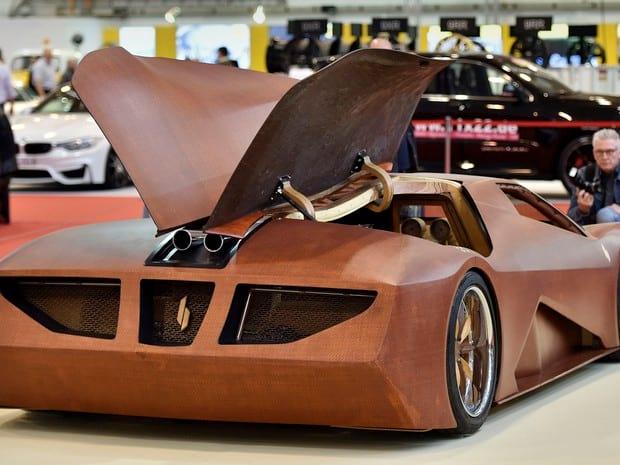Conheça o carro feito basicamente de madeira