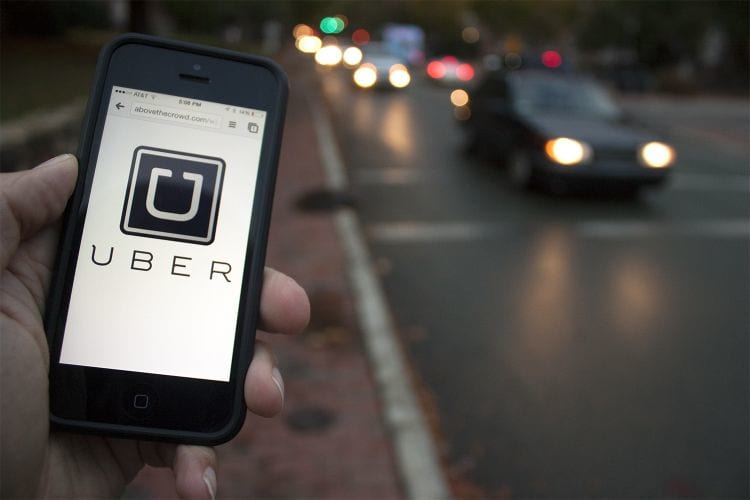 Facebook firma parceria com Uber para solicitação de carro