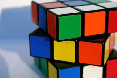 Rob� consegue resolver cubo m�gico em um segundo