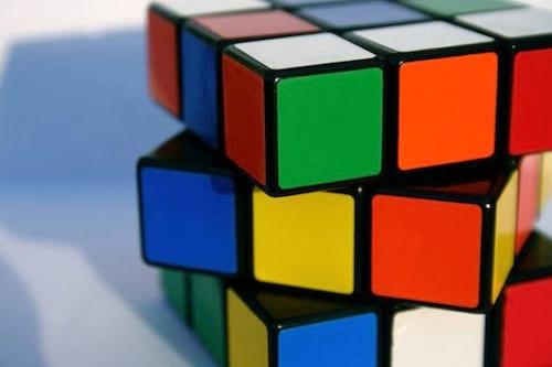 Robô consegue resolver cubo mágico em um segundo