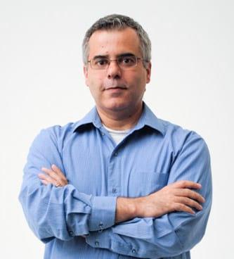 Paulo Pinheiro &eacute; jornalista formado pela UFRGS e trabalha com Internet desde 1997. &Eacute; professor da ESPM-Sul, em Porto Alegre. Doutorando pela PUCRS estuda as a&ccedil;&otilde;es do algoritmo do <a href='https://www.oficinadanet.com.br/post/16064-quais-sao-as-dez-maiores-redes-sociais'>Facebook</a> na sele&ccedil;&atilde;o de not&iacute;cias. Atualmente ministra o curso de extens&atilde;o Jornalismo nas M&iacute;dias Sociais realizado pela ESPM-Sul