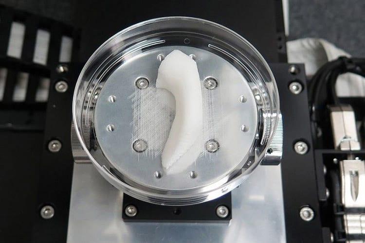 Impressora 3D pode revolucionar a vida de pacientes que esperam por um implante