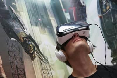 Facebook quer tornar realidade virtual um fen�meno