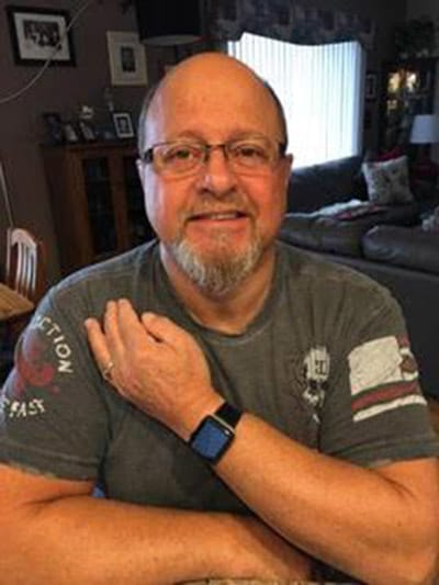 Dennis Anselmo tinah comprado o seu Apple Watche duas semana antes de sofrer o ataque cardíaco.