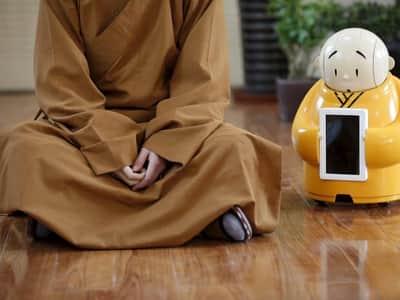 Templo chin�s disponibiliza monge rob� aos frequentadores