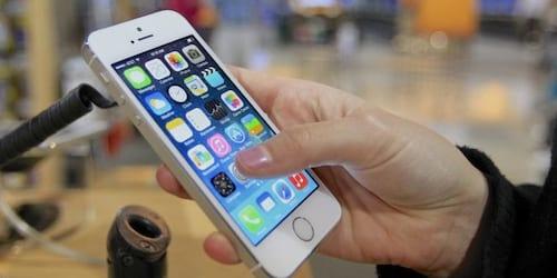 Apple registra primeira queda trimestral em quase uma década