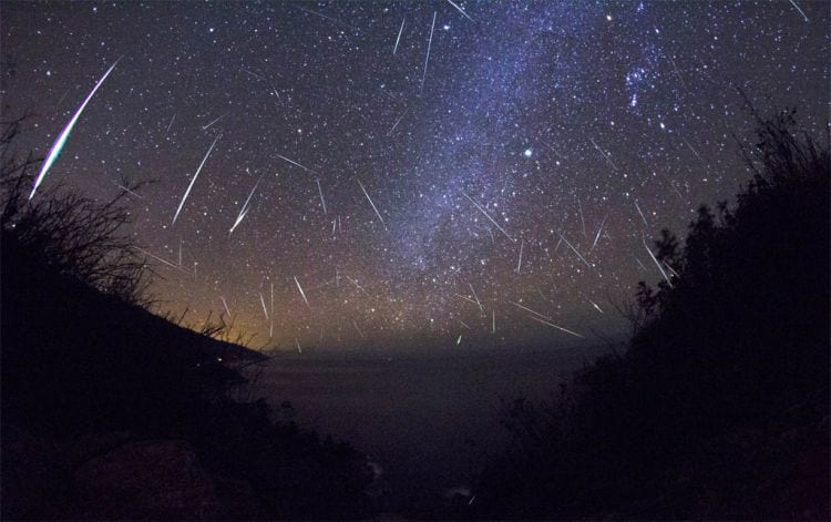 Chuva de meteoros, detritos deixados do cometa Harley, acontecerá na próxima madrugada. Observadores poderão acompanhar do Brasil.