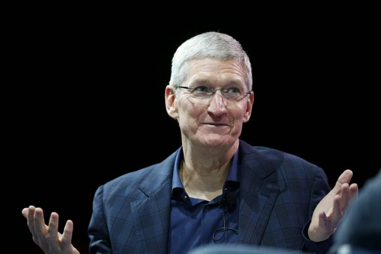 CEO da Apple assume que alto preço do iPhone pode ter prejudicado nas vendas