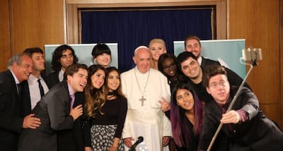 Papa Francisco se re�ne com youtubers internacionais
