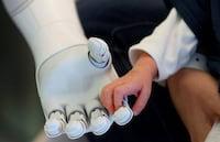Hospitais na Bélgica contam com robôs para ajudar com pacientes