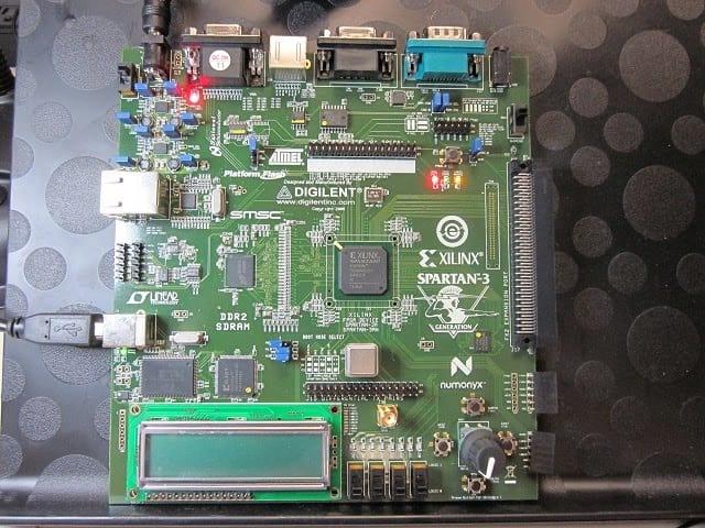 Pesquisadores desenvolvem microchip com 1.000 processadores