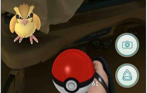 Homem tenta capturar Pokémon enquanto mulher está em trabalho de parto