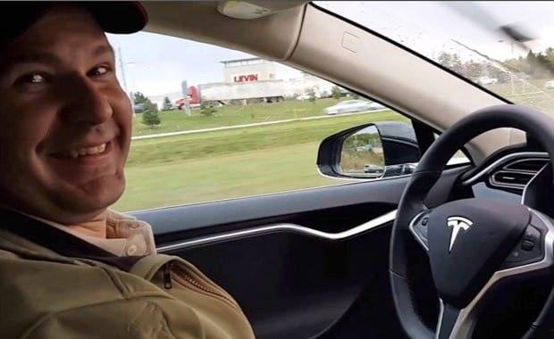 Tesla pode ter escondido acidente de investigadores