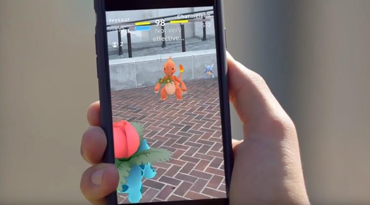 Motorista bate em viatura ao jogar Pokémon Go