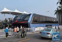 China inicia os testes de ônibus capaz de passar por cima dos carros
