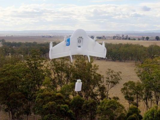 Google recebe autorização para iniciar testes com drones. Eles poderão realizar entregas em locais remotos.