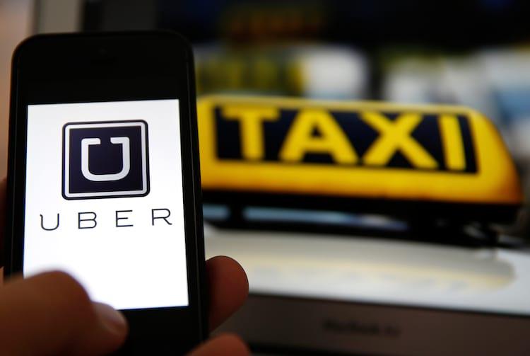 Consulado dos EUA aconselha turistas usarem Uber no RJ