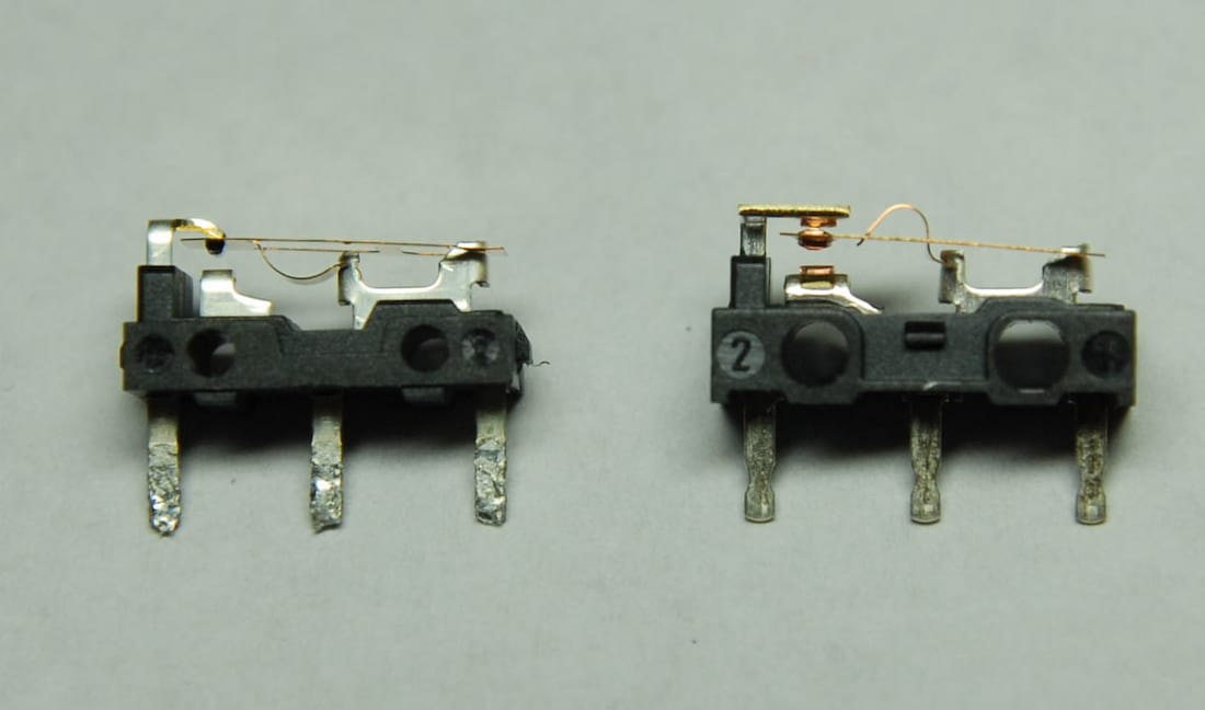 OMRON D2FC-F-7N na esquerda, OMRON D2F-01F na direita.