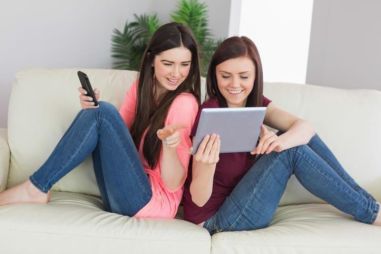 Boa parte dos brasileiros acessam à internet em suas casas.
