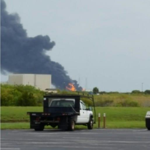 Foguete Falcon 9 explode durante testes nos Estados Unidos