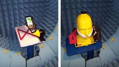 Problemas com o sinal do celular? Experimente trocar de mão