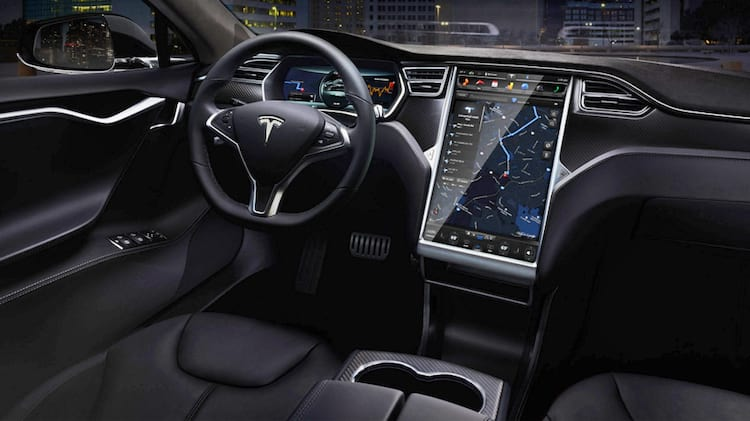Hackers conseguem invadir remotamente o sistema do Tesla Model S