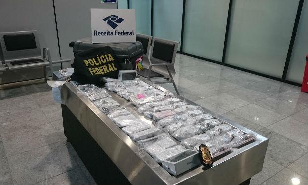 Empres�rio � flagrado no Aeroporto de Recife com 56 iPhones