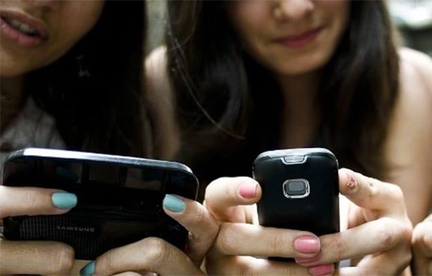 Jovens estão cada vez mais conectados à internet.