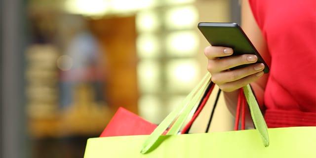 Cada vez mais brasileiros estão fazendo compras através da interner. A expectativa é que daqui cinco anos vendas online devam dobrar.