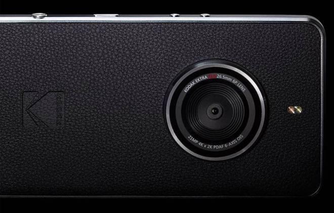 Smartphone da Kodak vem revestido em couro, o que facilita a pegada.