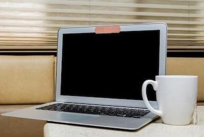 Mito ou verdade? Descubra se cobrir a c�mera do notebook � sa�da contra espionagem