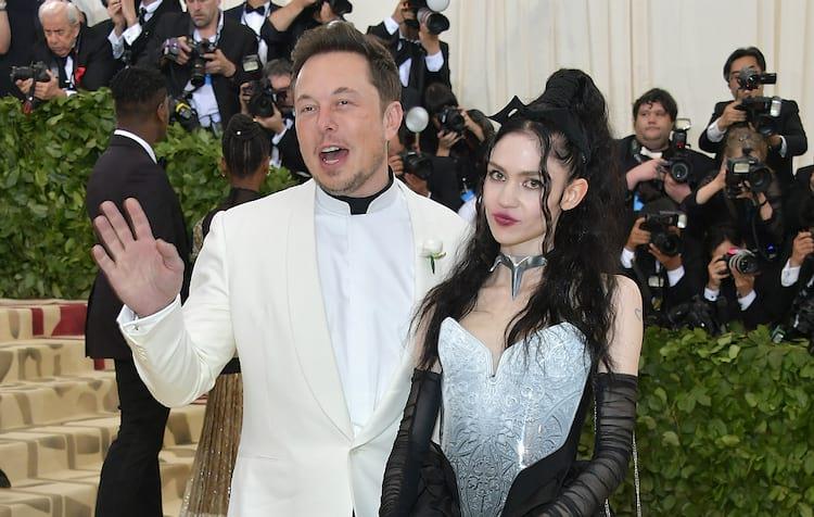 Alguns fãs de Grimes chegaram, inclusive, a acusar Elon de mantê-la em cárcere privado