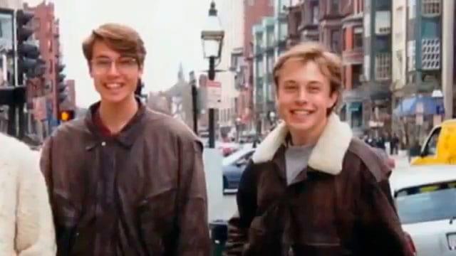Kimbal e Elon logo após o reencontro no Canadá