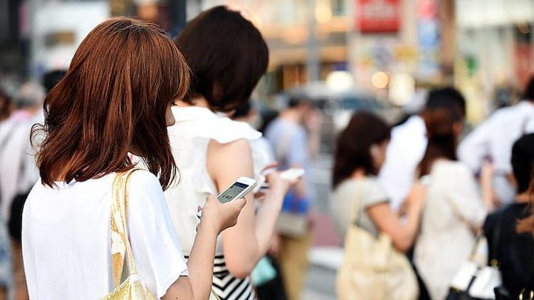 Usuários que passam muitas horas no smartphone podem ter tendinite