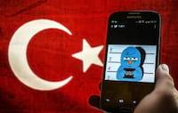 Turquia bloqueia acesso ao Facebook, WhatsApp, YouTube e Twitter