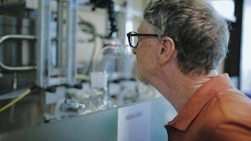 Bill Gates cheira perfume de cocô