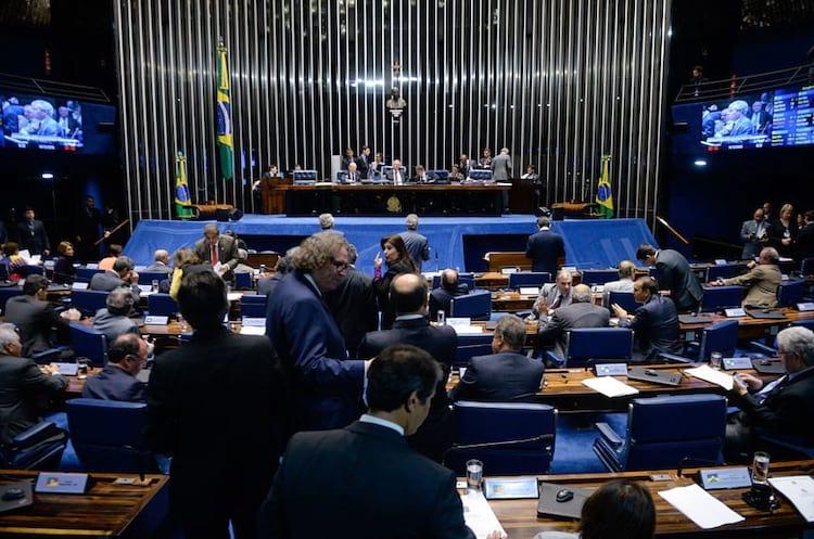 Senado aprova PL que permite cobrança de imposto de serviços como Netflix e Spotify