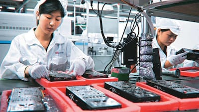 Foxconn já começa a substituir humanos por robôs na China
