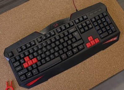 Review teclado Redragon Vajra, um teclado de membrana barato e decente