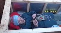 YouTuber russo se enterra por 24 horas para fazer transmissão ao vivo de dentro do caixão