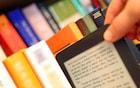 Pessoas com mais idade e com elevado grau de estudo são as que mais baixam livros piratas, diz estudo